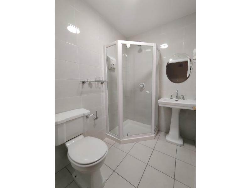 the-mews-bathroom