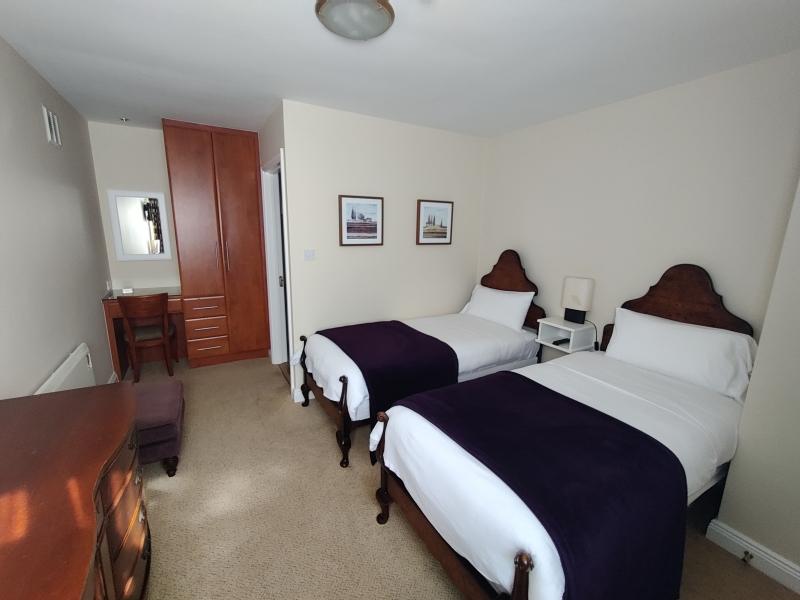 the-mews-bedroom